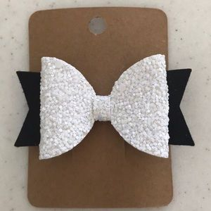 Hair bow on an alligator clip - NWT